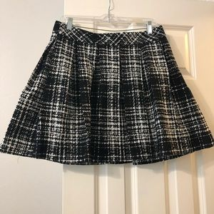 Black and white banana republic skirt